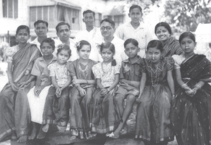 Children of the Kalki family with Kalki Krishnamurthi, Sadasivam and MS