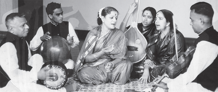 MS with Radha and Vijaya (vocal support), Kandadevi Alagirisamy (violin), T.K. Murthy (mridangam) and T.H. Vinayakram (ghatam)